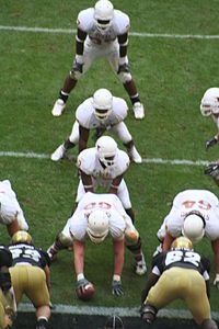 200px The University of Texas college football team in the I formation 1 - I Right X Slant Y Out Z Screen 230 - Animated Play